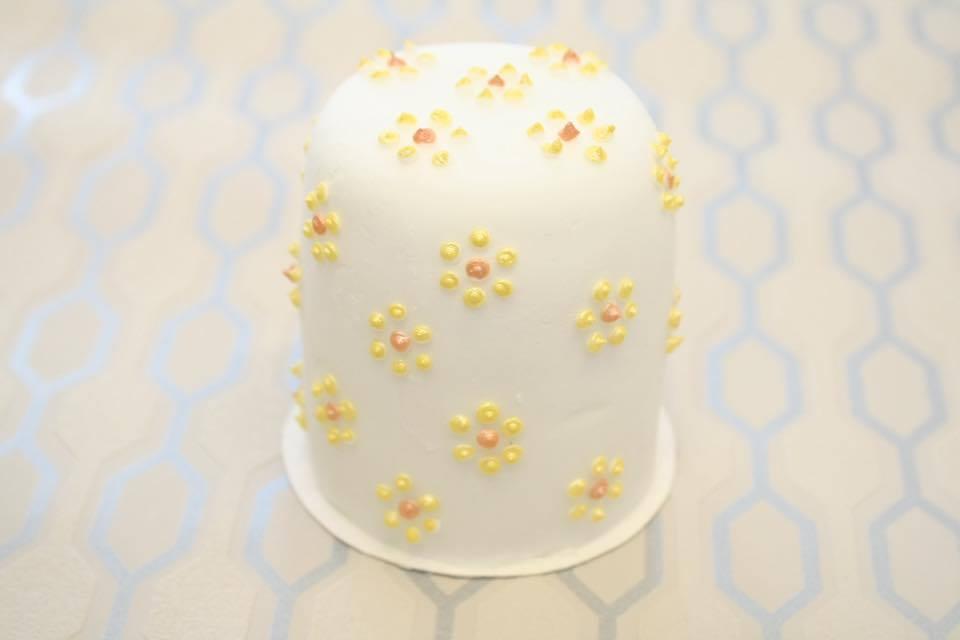Как украсить торт мастикой: пошаговые инструкции, фото, видео и 34