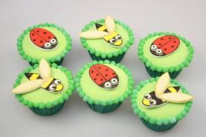 Как украсить торт или пирожные – оригинальные идеи