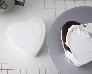 Торт из мастики Коробка с конфетами. Мастер-класс-шаг 3