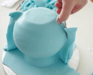 Торт из мастики Чайник – мастер-класс-шаг 6