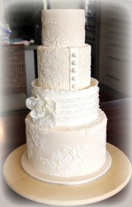 Свадебный торт, украшенный айсингом – видео и фотографии