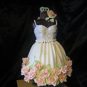 Платье из мастики – оригинальная фигурка для украшения торта. Видео-шаг 3