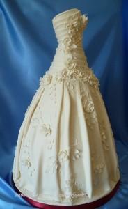 Платье из мастики – оригинальная фигурка для украшения торта. Видео-шаг 1