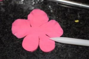 Цветы из мастики – делаем гибискус. Мастер-класс-шаг 1