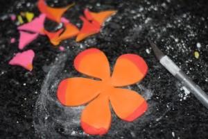 Цветы из мастики – делаем гибискус. Мастер-класс-шаг 3