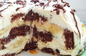 Простой торт с пряниками, орехами и сметанным кремом