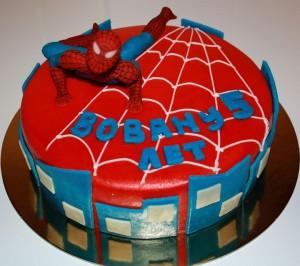 Как украсить торт. Торт Человек-паук – видео-шаг 2