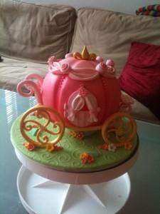 Торт из мастики Карета Золушки. Торт для девочки