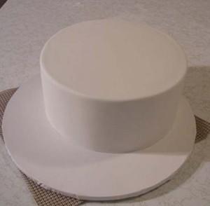 Торт-подарок из мастики. Мастер-класс по украшению торта-шаг 2