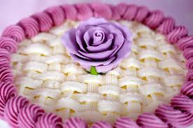 Как украсить кремом торт – видео-шаг 3