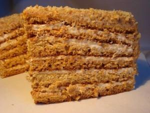 Бисквитный торт со сгущенным молоком