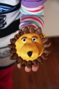 Лев из мастики. Или как можно украсить оригинально маффины, кексы, пирожные. Мастер-класс-шаг 1
