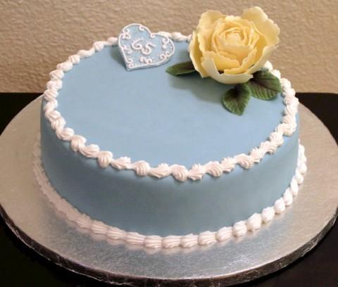 Фото торта и воздушные шарики