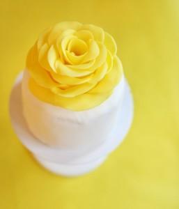 Как покрасить мастику в желтый и оранжевый цвет сподручными средствами