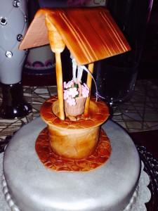 Украшение тортов – колодец из мастики. Видео-рецепт-шаг 2