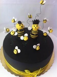 Пчелки из мастики – видео-шаг 2
