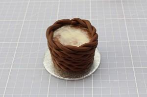 Торт из мастики Корзинка. Красивый десерт к Пасхе, мастер-класс-шаг 6