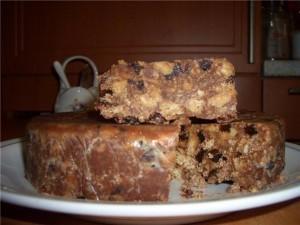 Творожный торт с печеньем и черносливом. Торт без выпечки