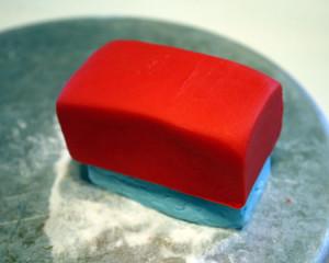 Трактор из мастики – как украсить торт для мальчика-шаг 3