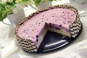 Торт с йогуртово-черничным суфле