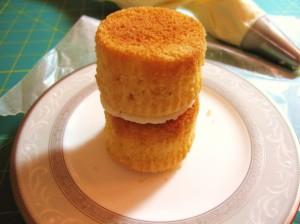 Свадебный десерт – капкейки Невеста-шаг 4