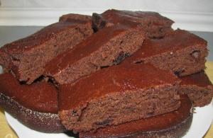 Шоколадный манный торт без яиц