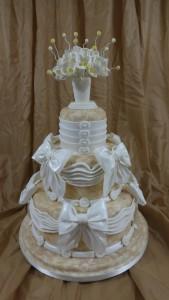 Как оригинально украсить свадебный торт? Ваза из мастики станет отличным решением!