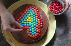 Как украсить детский торт просто и при этом эффектно – мастер-класс-шаг 6