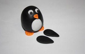 Животные из мастики – пингвин. Мастер-класс-шаг 11