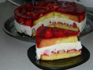 Потрясающий ягодный торт с творожной прослойкой