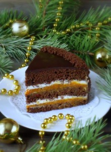 Шоколадный торт со сливочным кремом и курагой