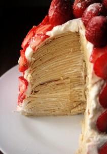 Торт с клубникой из блинчиков