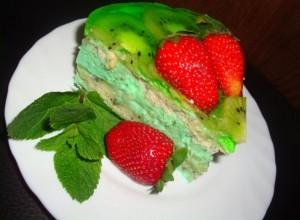 Мятный бисквитный торт с фруктами -шаг 3