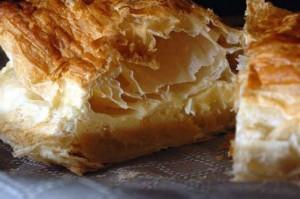 Слоеные пирожные со сгущенным молоком-шаг 1