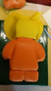 Детский торт – торт 3D Лего-строитель. Торт из мастики – мастер-класс-шаг 4
