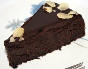Как покрыть торт шоколадной глазурью – учимся делать правильно-шаг 2