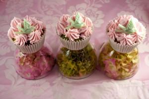 Как украсить мастикой и кремом пирожные (капкейки) – мастер-класс