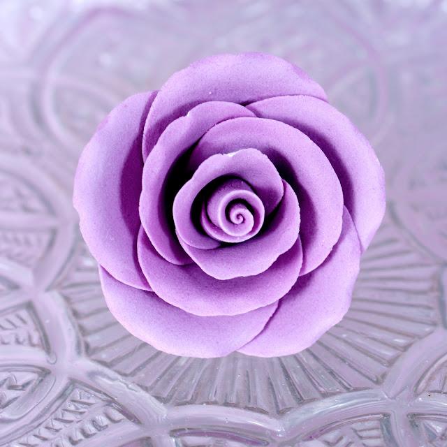 как отметила картинки роза из мастики рсн