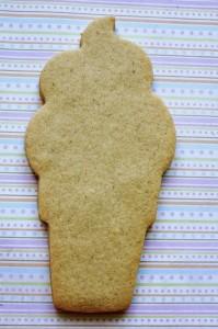 Как украсить мастикой и кремом печенье. Печень- мороженое – мастер-класс-шаг 2