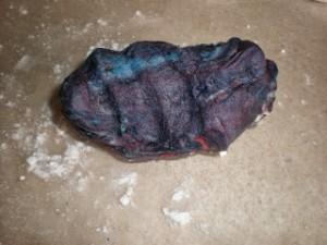 Как покрасить мастику в фиолетовый цвет-шаг 4