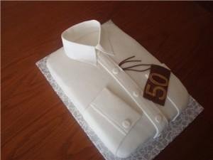 Торт из мастики Рубашка с галстуком – видео-рецепт-шаг 2