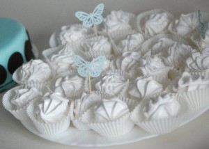 Масляный зефирный крем для пирожных и капкейков – простой вариант приготовления-шаг 1