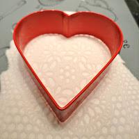 Как украсить мастикой печенье, кексы или торт-шаг 3