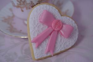 Как украсить мастикой печенье, кексы или торт-шаг 4