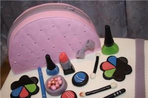 Торт с косметикой – видео-рецепт. Оригинальный торт из мастики-шаг 1