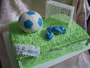 Торт футбольное поле – видео-рецепт. Как украсить торт кремом-шаг 4