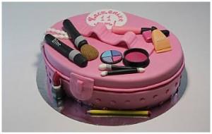 Торт с косметикой – видео-рецепт. Оригинальный торт из мастики-шаг 3