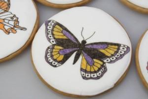 Как украсить торт или другие кондитерские изделия пищевыми фломастерами. Порисуем?-шаг 6