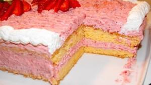 Земляничный сливочный крем – потрясающий вкус легкого ягодного десерта!