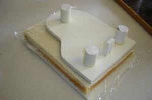 Торт из мастики Рояль с пианистом. Мастер-класс-шаг 6